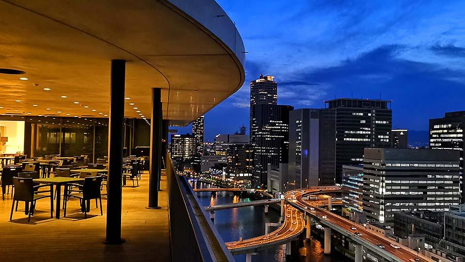 大阪·中之島的Festival Tower員工食堂,邊吃晚餐邊看魅力無限的都會夜景
